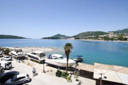 Вид на море. Рафаиловичи, Черногория, Рафаиловичи : Уютный апартамент для 4-8 человек, с 2-мя отдельными спальнями, с террасой с шикарным видом на море