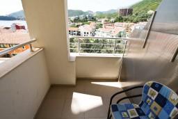 Балкон. Рафаиловичи, Черногория, Рафаиловичи : Современный апартамент с отдельной спальней, с балконом с видом на море
