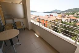 Вид. Рафаиловичи, Черногория, Рафаиловичи : Современный апартамент для 4-5 человек, с 2-мя отдельными спальнями с ванными комнатами, с террасой с видом на море