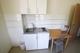 Кухня. Рафаиловичи, Черногория, Рафаиловичи : Современный апартамент для 6-10 человек, с 3-мя отдельными спальнями, 2-мя ванными комнатами, с балконом с видом на море