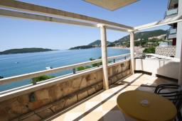 Будванская ривьера, Черногория, Рафаиловичи : Комната для 2-3 человек, с террасой с шикарным видом на море, возле пляжа