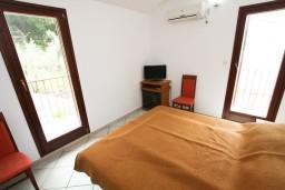 Спальня 2. Будванская ривьера, Черногория, Каменово : Апартамент на 4 персоны, с 2-мя отдельными спальнями, с террасой с шикарным видом на море