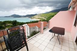 Терраса. Будванская ривьера, Черногория, Каменово : Апартамент на 4 персоны, с 2-мя отдельными спальнями, с террасой с шикарным видом на море