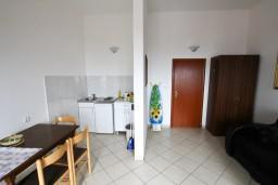 Гостиная. Будванская ривьера, Черногория, Каменово : Апартамент с отдельной спальней, с террасой с шикарным видом на море
