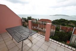 Балкон. Будванская ривьера, Черногория, Каменово : Апартамент с отдельной спальней, с террасой с шикарным видом на море
