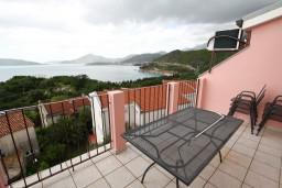Вид на море. Будванская ривьера, Черногория, Каменово : Апартамент с отдельной спальней, с террасой с шикарным видом на море